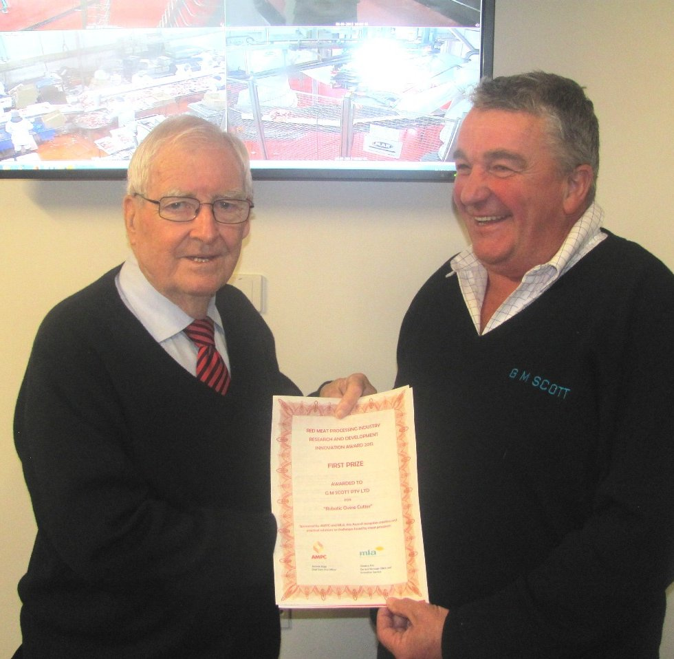 GM Scott's Barry Noble and John O'Loughlin with their Innovation award certificate