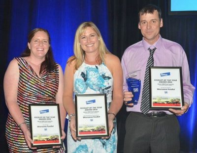 Tim and Tammy Stiller receive their Feedlot of the Year awards for yards less than 3000 head.